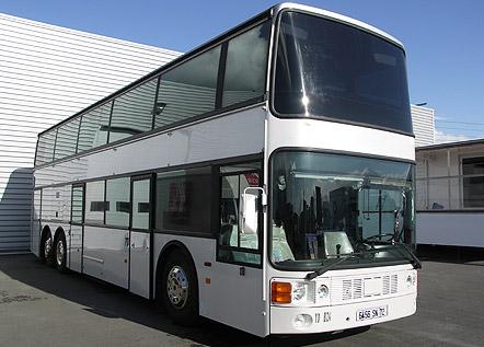 bus aménagé double étage : véhicule promotionnel – road show